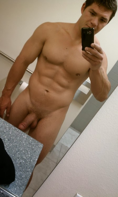 locker-room-naked-guys