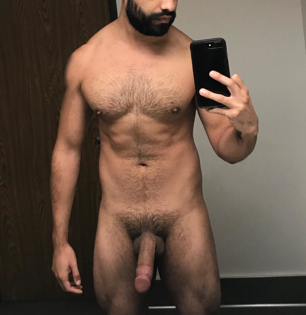 punjabi-nude-guys-take-phone-pics